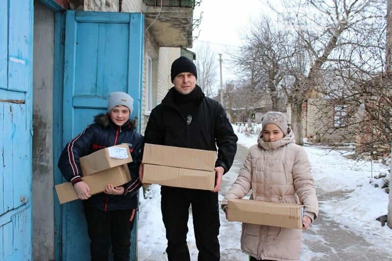 Авдеевские семьи получили подарки от полиции (ФОТО), фото-6