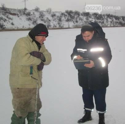 Спасатели рассказали авдеевским рыбакам о правилах безопасной зимней рыбалки (ФОТО), фото-1