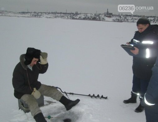 Спасатели рассказали авдеевским рыбакам о правилах безопасной зимней рыбалки (ФОТО), фото-3