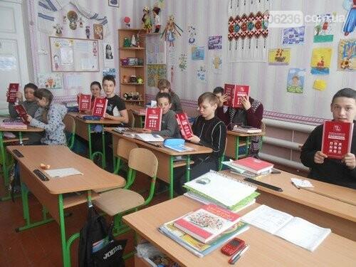 В школы Авдеевки завезли географические карты и словари (ФОТО), фото-2
