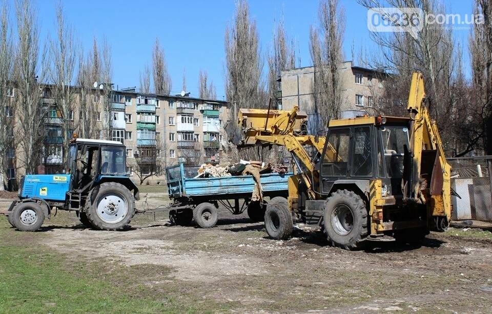 Чистый четверг: авдеевцы вышли на уборку родного города (ФОТООТЧЕТ), фото-3