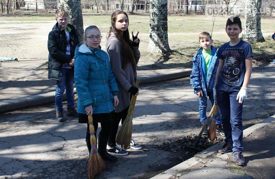 Чистый четверг: авдеевцы вышли на уборку родного города (ФОТООТЧЕТ), фото-2