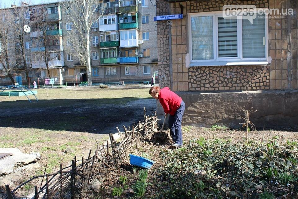 Чистый четверг: авдеевцы вышли на уборку родного города (ФОТООТЧЕТ), фото-12