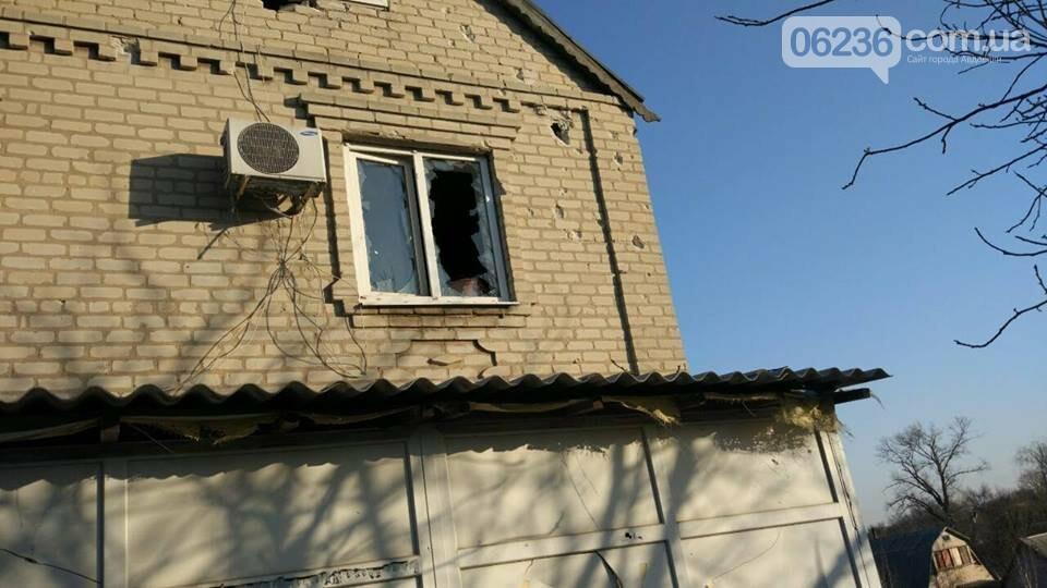 Авдеевка под огнем боевиков: появились сведения о разрушениях жилых домов (ФОТО), фото-1