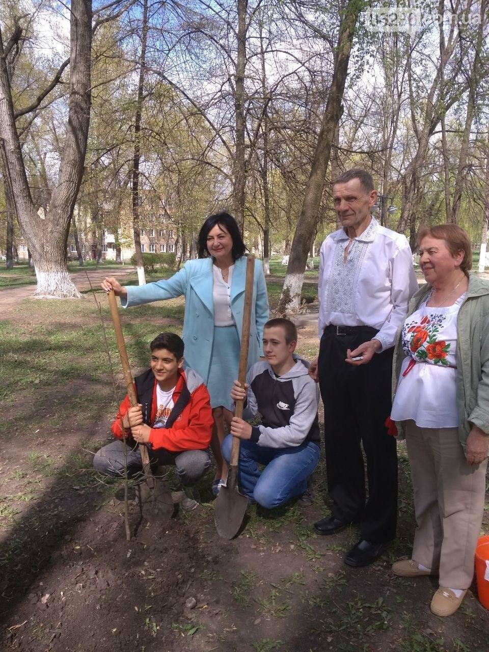 В авдеевском парке появилось особенное дерево (ФОТОФАКТ), фото-3