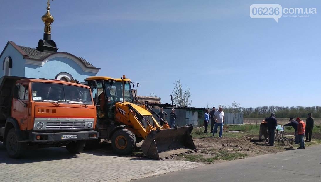 В Авдеевке приступили к массовой высадке деревьев (ФОТОФАКТ), фото-3