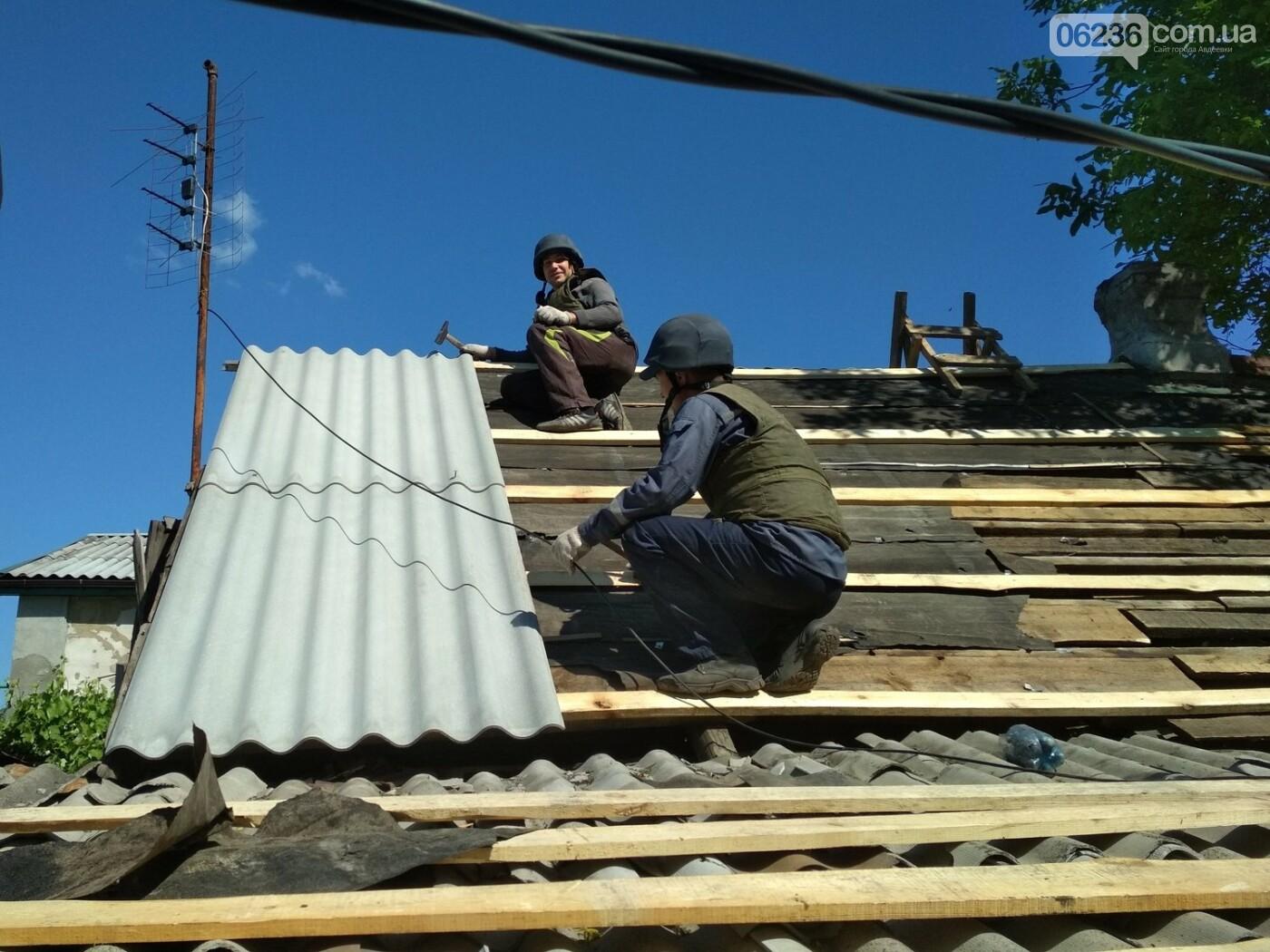 Спасатели продолжают восстанавливать поврежденные в результате боевых действий жилье в Авдеевке (ФОТО), фото-3