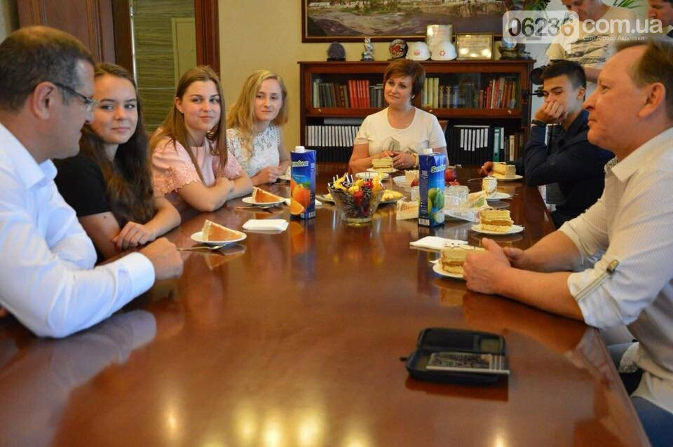Генеральный директор АКХЗ поздравил авдеевских медалистов (ФОТО), фото-3