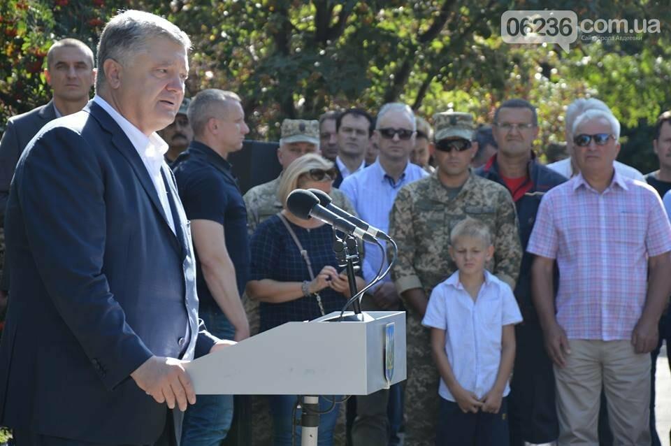 Порошенко озвучил важную роль АКХЗ в жизнеобеспечении 20-тысячного города (ФОТО), фото-1
