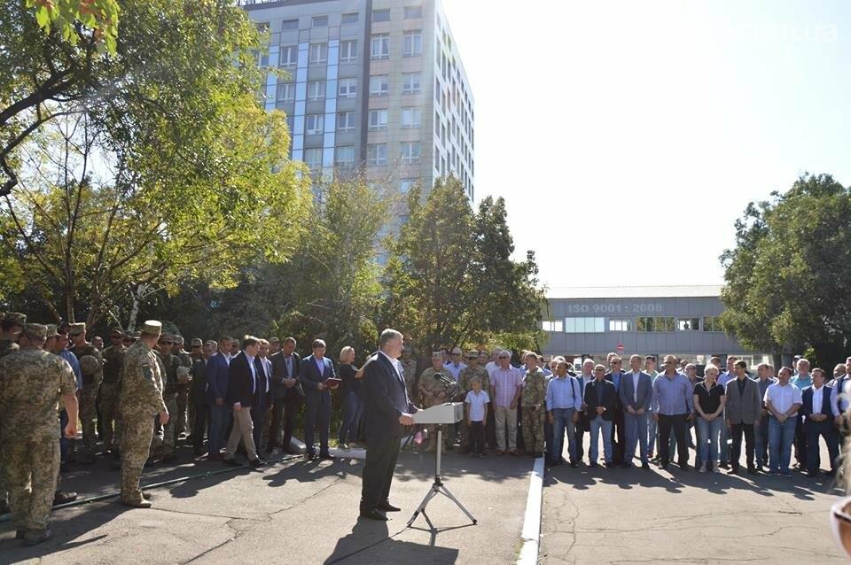 Порошенко озвучил важную роль АКХЗ в жизнеобеспечении 20-тысячного города (ФОТО), фото-2
