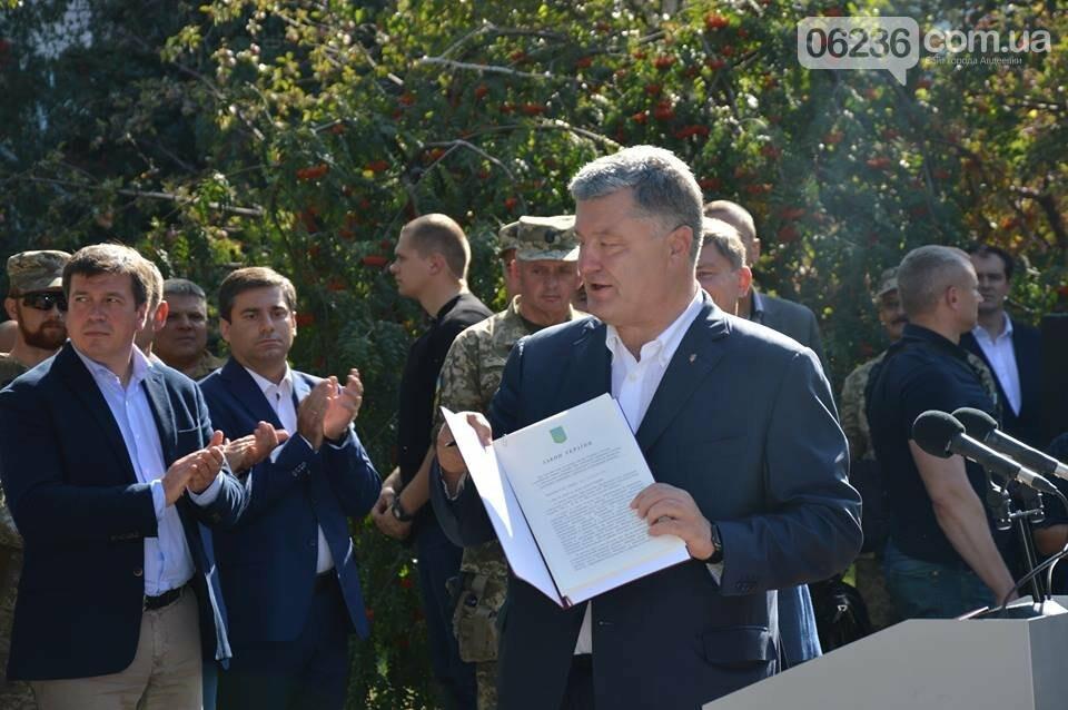 На Авдеевском коксохиме был подписан закон о соцгарантиях для украинских военных (ФОТОФАКТ), фото-2