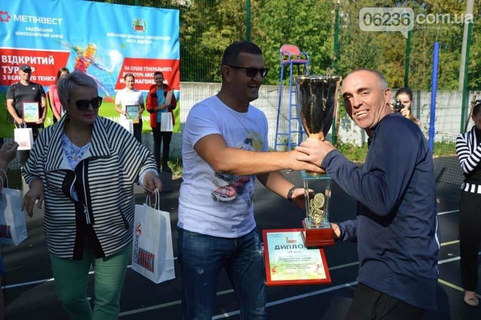 Призы и душ из шампанского: в Авдеевке наградили победителей открытого турнира по большому теннису (ФОТО) , фото-1