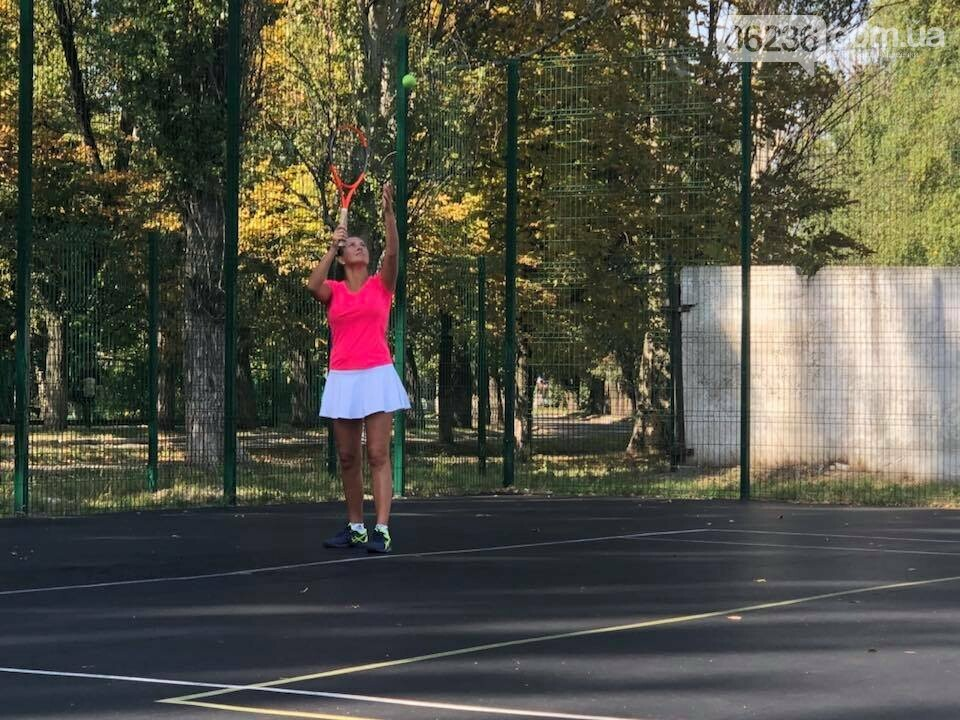 Призы и душ из шампанского: в Авдеевке наградили победителей открытого турнира по большому теннису (ФОТО) , фото-14