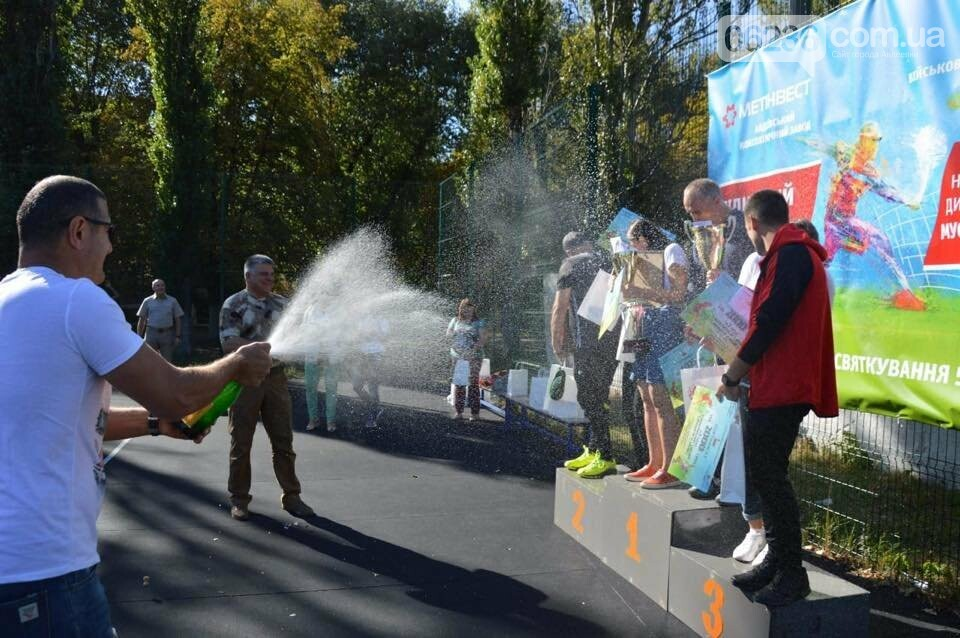 Призы и душ из шампанского: в Авдеевке наградили победителей открытого турнира по большому теннису (ФОТО) , фото-19