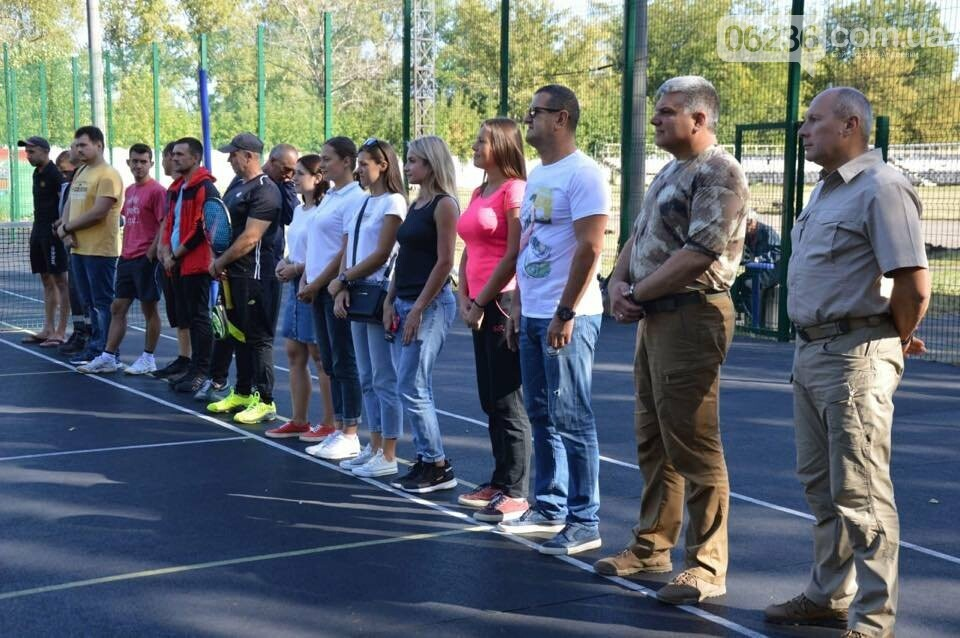 Призы и душ из шампанского: в Авдеевке наградили победителей открытого турнира по большому теннису (ФОТО) , фото-11