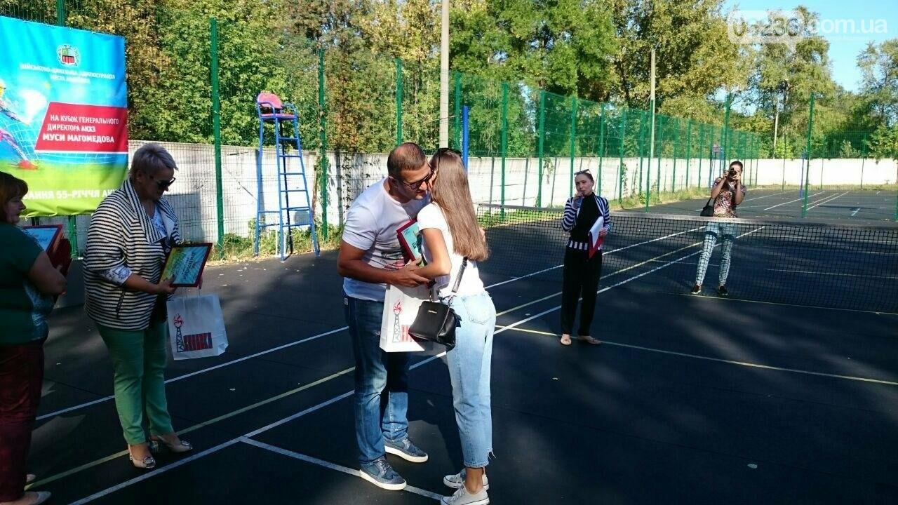 Призы и душ из шампанского: в Авдеевке наградили победителей открытого турнира по большому теннису (ФОТО) , фото-25