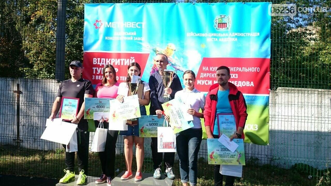 Призы и душ из шампанского: в Авдеевке наградили победителей открытого турнира по большому теннису (ФОТО) , фото-30