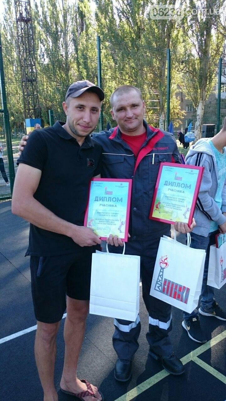 Призы и душ из шампанского: в Авдеевке наградили победителей открытого турнира по большому теннису (ФОТО) , фото-29