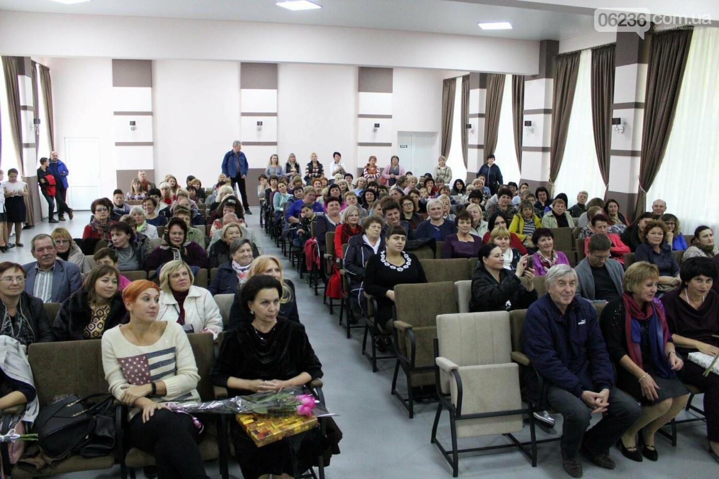 Авдеевских учителей поздравили с профессиональным праздником (ФОТО), фото-14