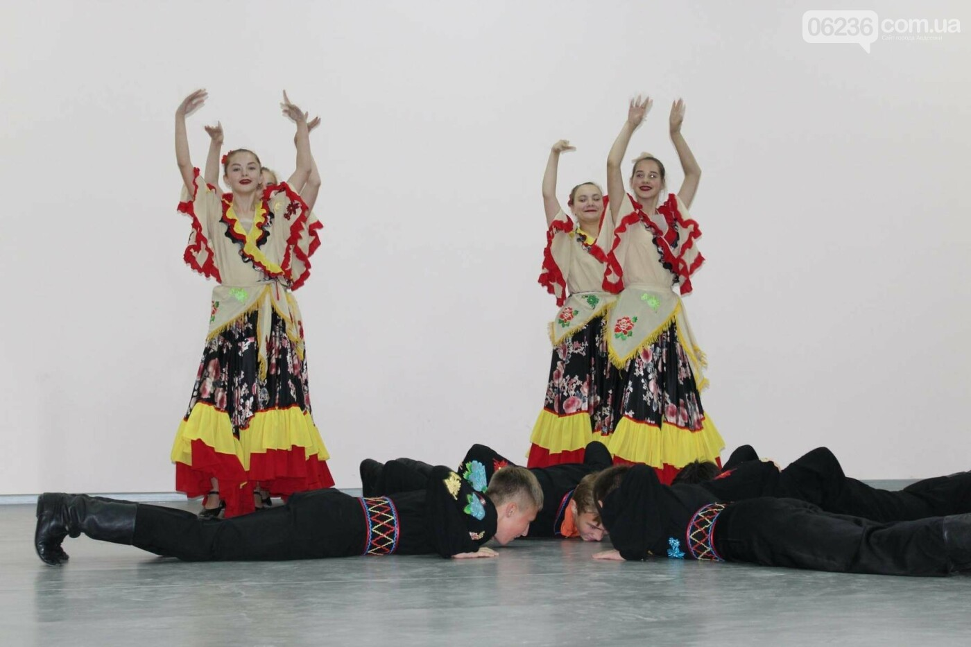 Авдеевских учителей поздравили с профессиональным праздником (ФОТО), фото-4