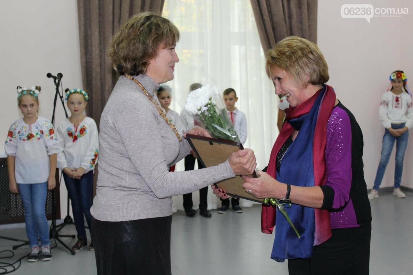 Авдеевских учителей поздравили с профессиональным праздником (ФОТО), фото-12