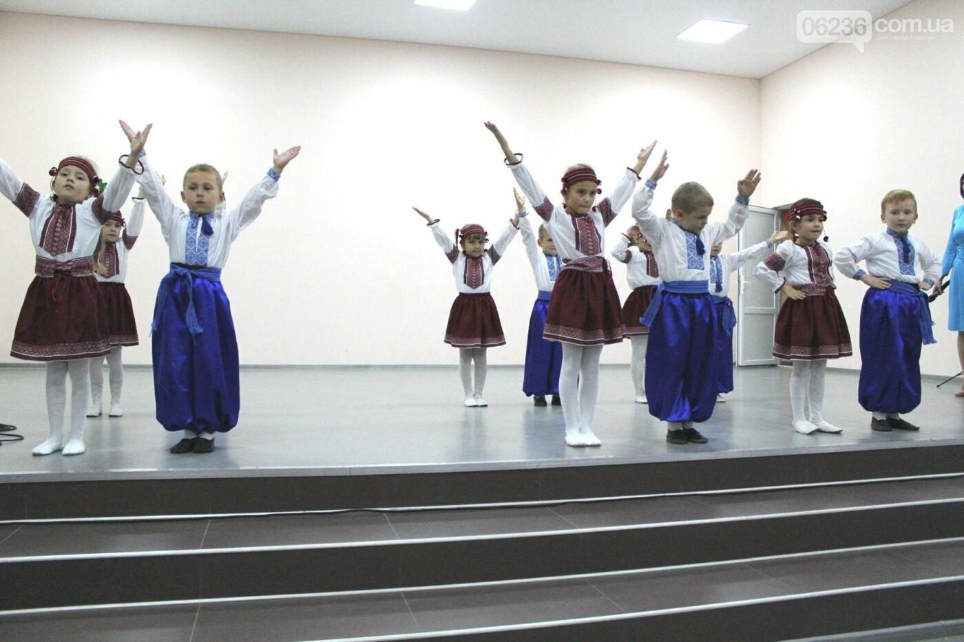 Авдеевских учителей поздравили с профессиональным праздником (ФОТО), фото-11
