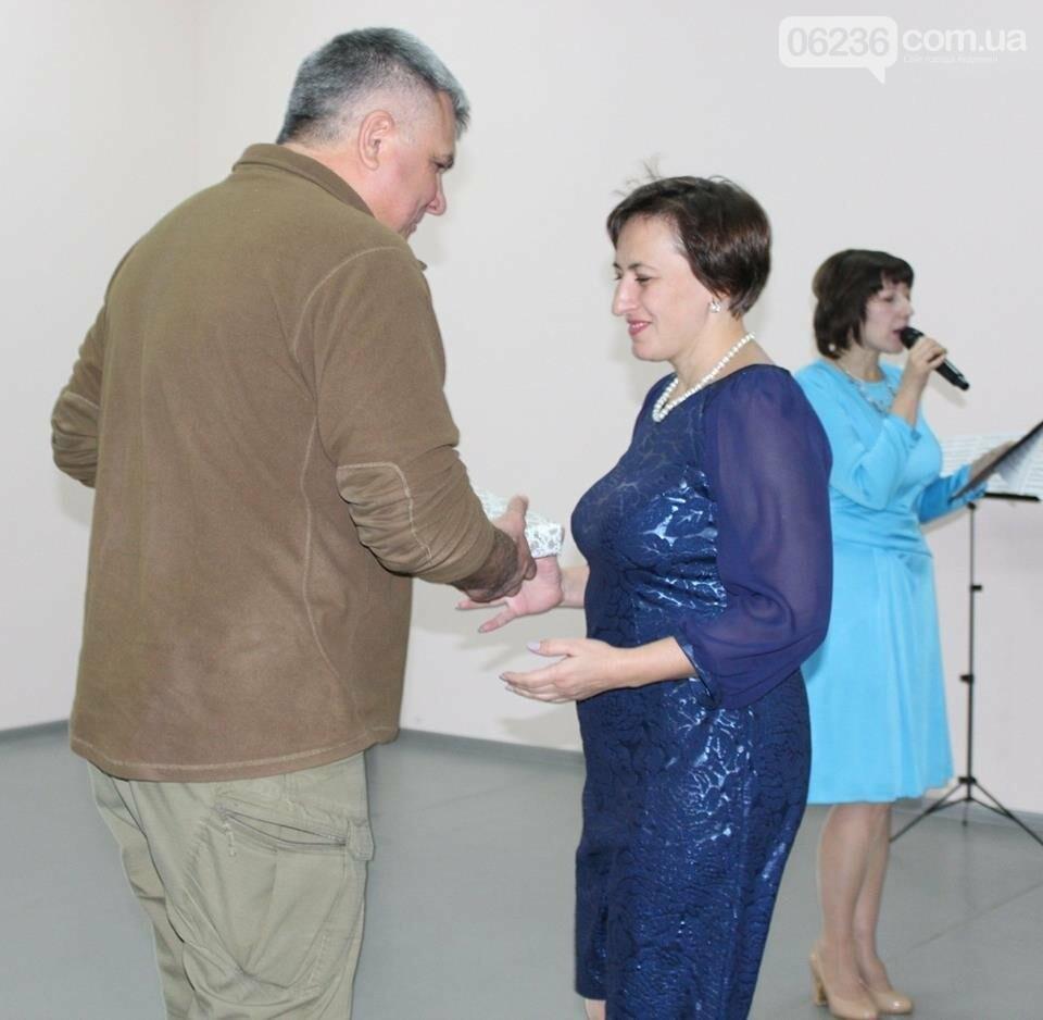 Авдеевских учителей поздравили с профессиональным праздником (ФОТО), фото-6
