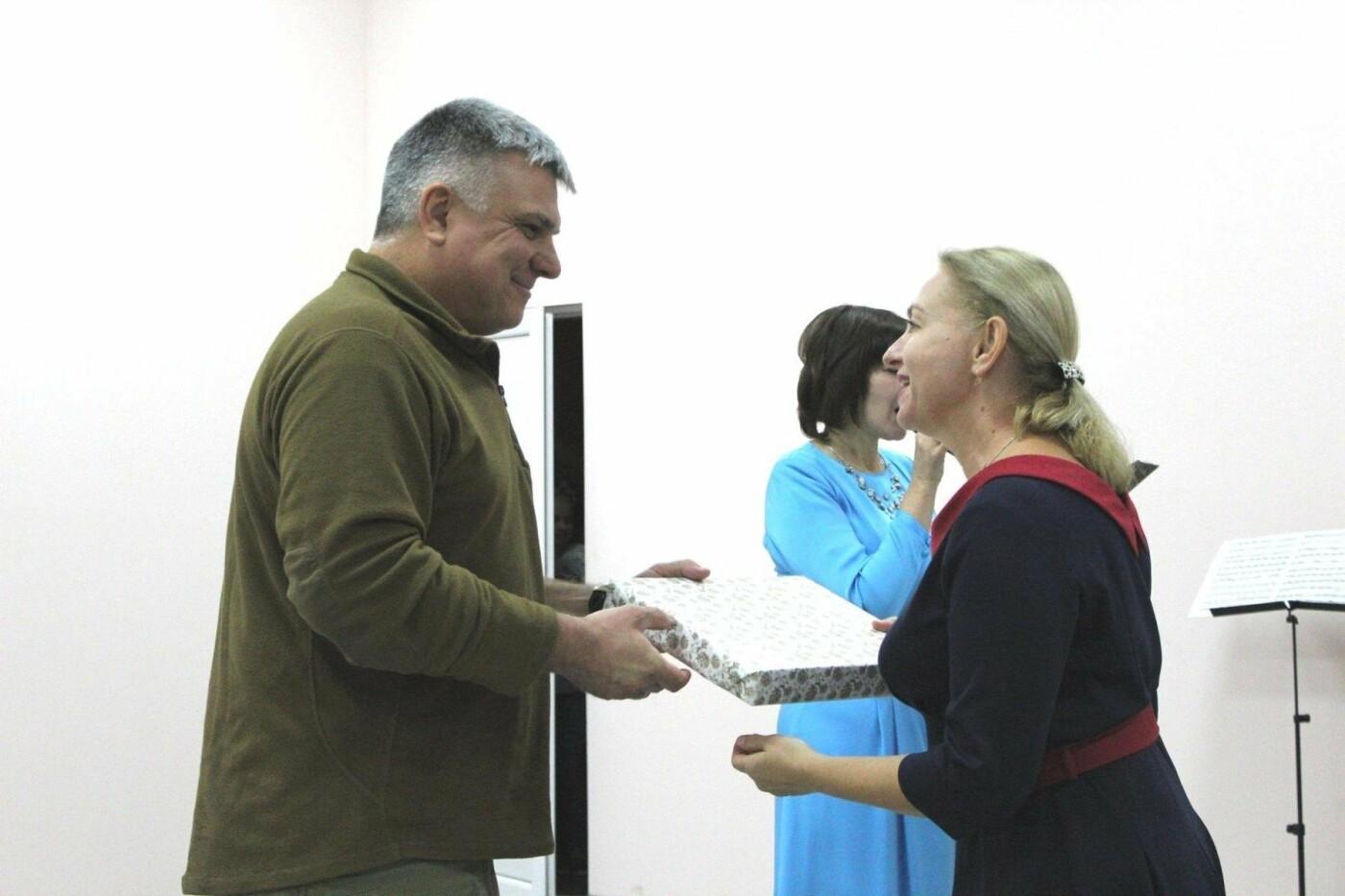 Авдеевских учителей поздравили с профессиональным праздником (ФОТО), фото-7