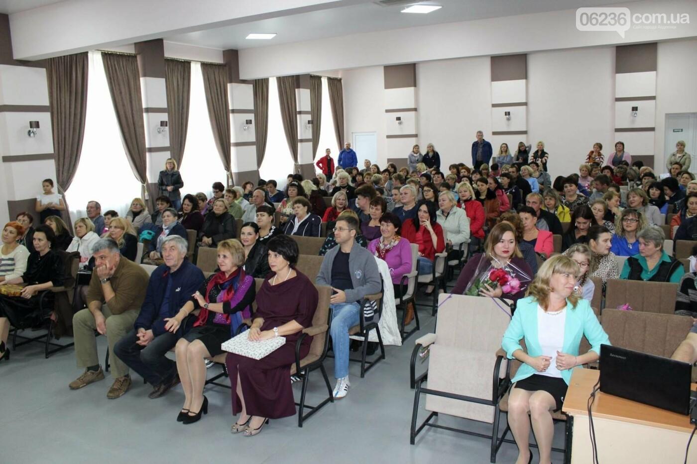Авдеевских учителей поздравили с профессиональным праздником (ФОТО), фото-9