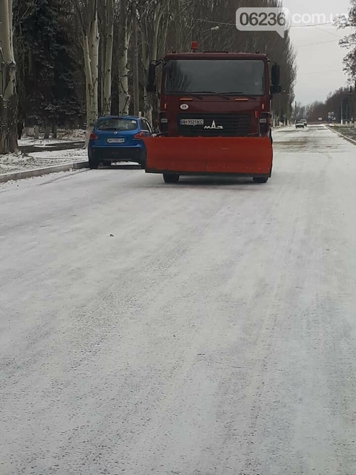 Авдеевку заметает  снегом: на борьбу со стихией вышли местные коммунальщики (ФОТО), фото-2