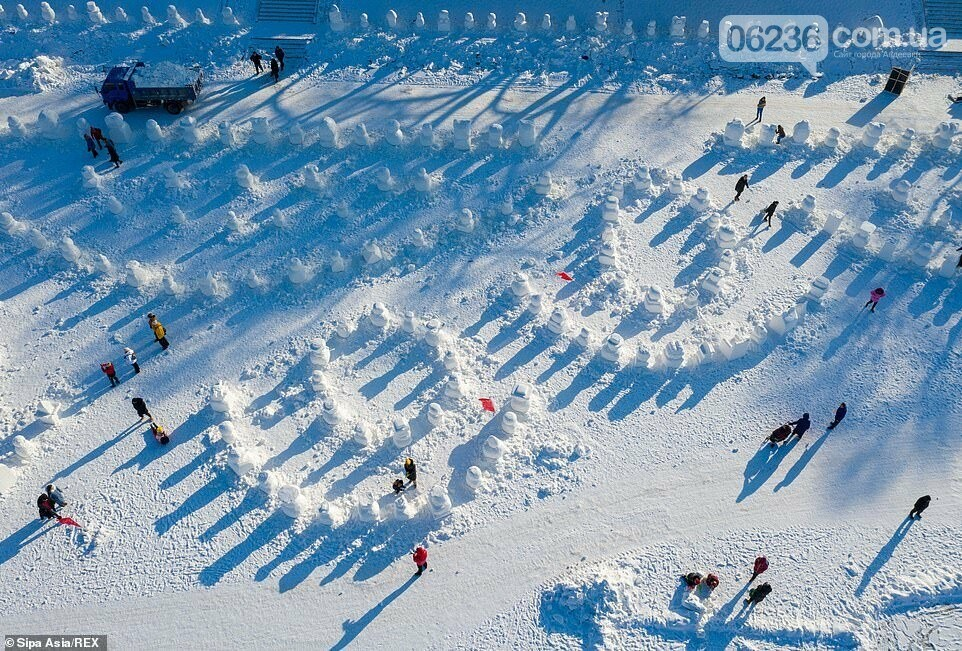 Гигантский «ледяной город» в Китае украсили двумя тысячами снеговиков (ФОТО), фото-2