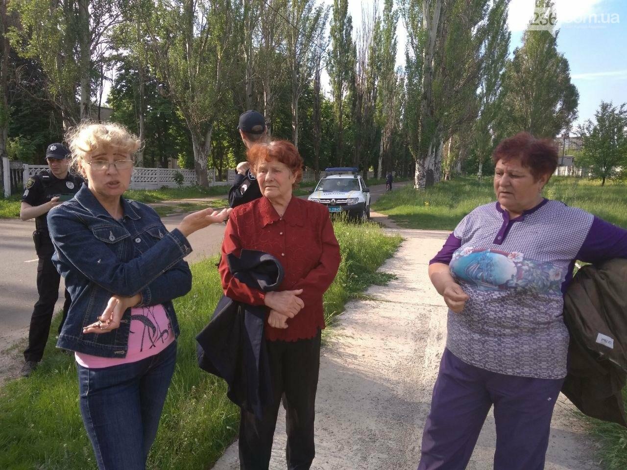 В Авдеевке полиция задержала активистов, разобравших памятник погибшим жителям (ФОТОФАКТ), фото-5