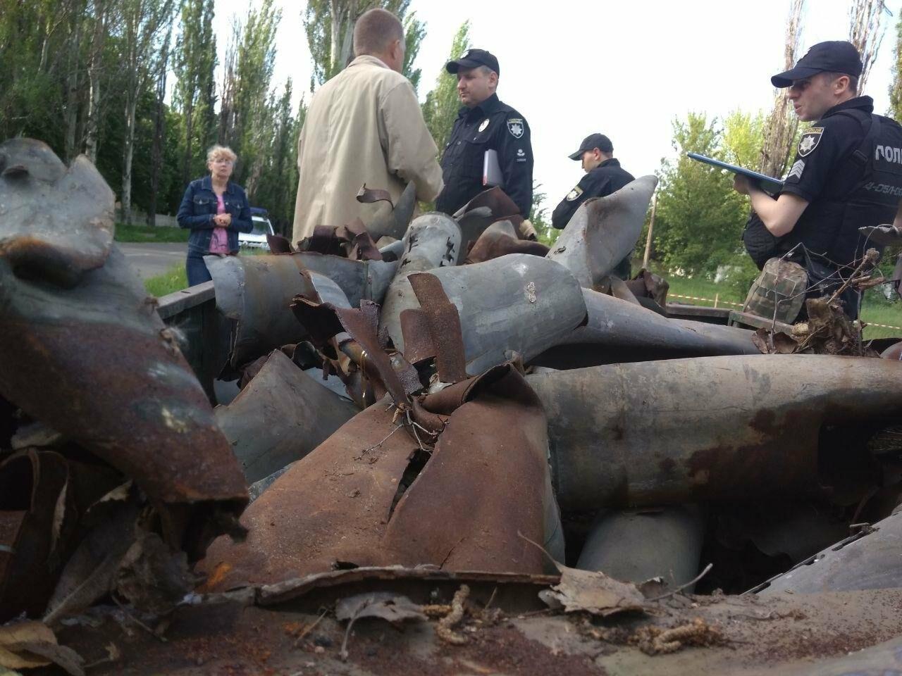 В Авдеевке полиция задержала активистов, разобравших памятник погибшим жителям (ФОТОФАКТ), фото-4