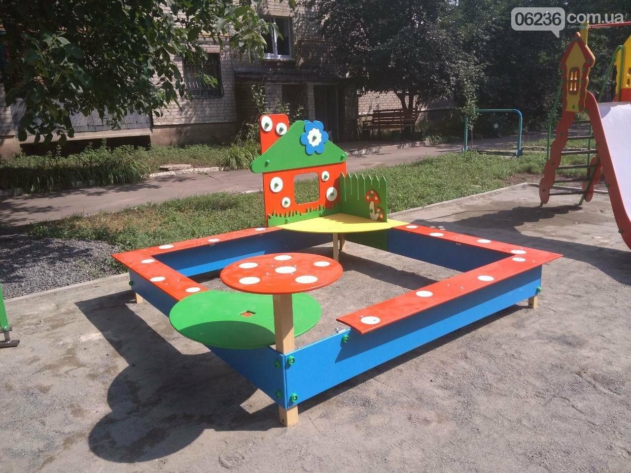 В Авдеевке приступили к монтажу современной детской площадки (ФОТОФАКТ), фото-2