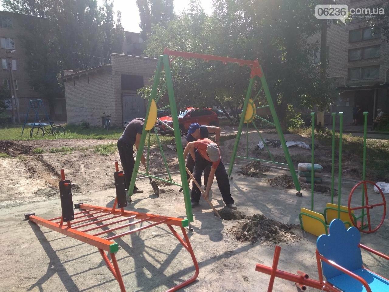 В Авдеевке приступили к монтажу современной детской площадки (ФОТОФАКТ), фото-3