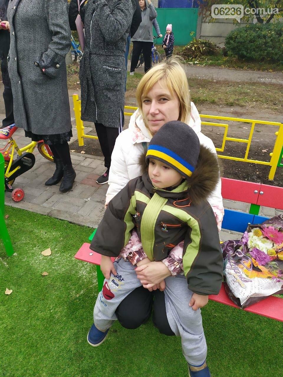 В  Авдеевке состоялось праздничное открытие большой детской площадки , фото-1