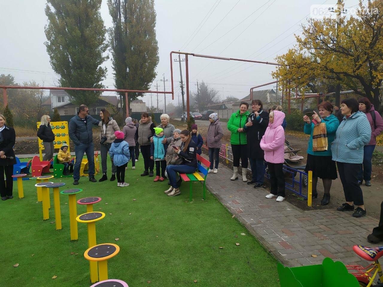 В  Авдеевке состоялось праздничное открытие большой детской площадки , фото-2