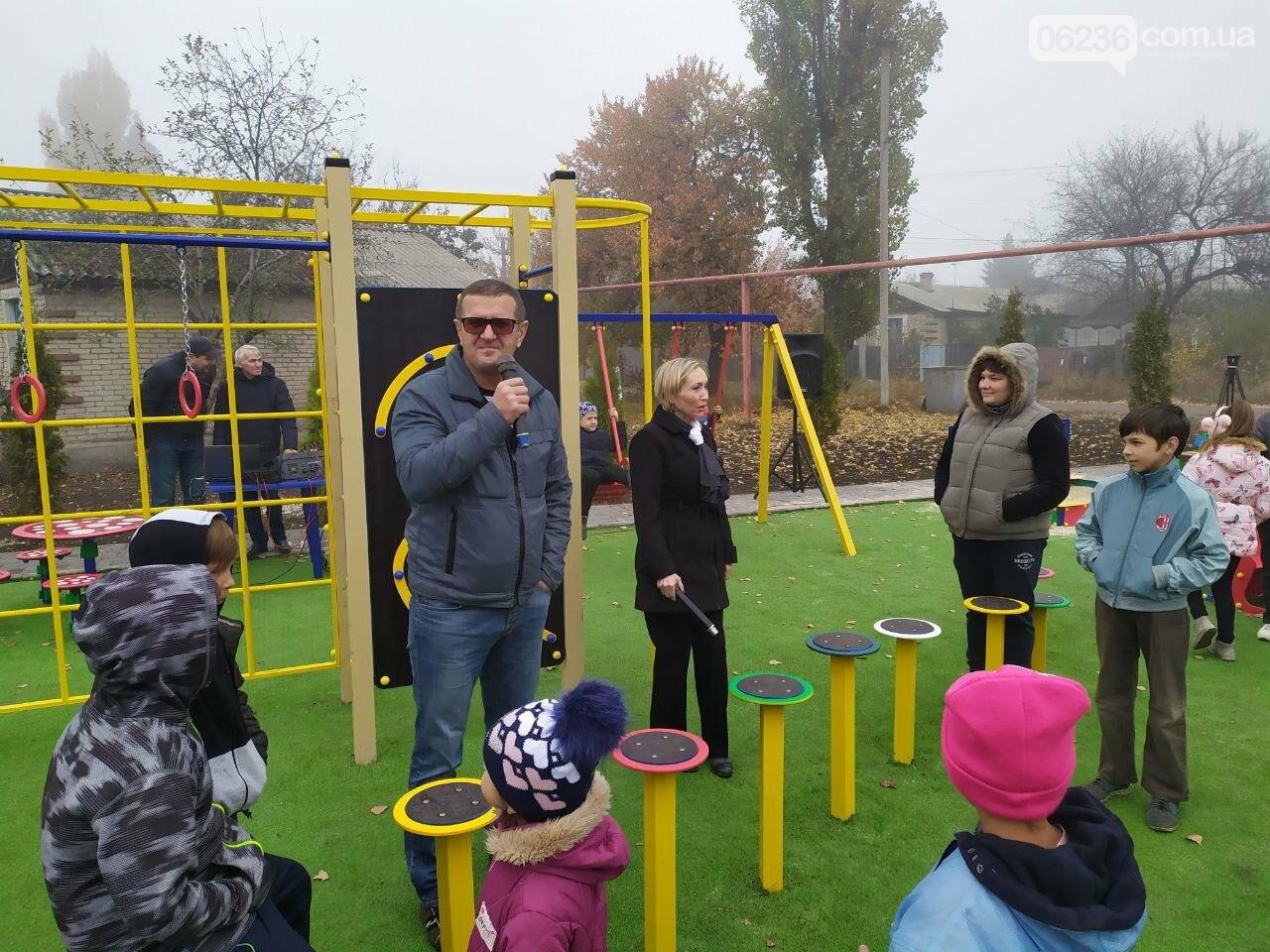 В  Авдеевке состоялось праздничное открытие большой детской площадки , фото-5