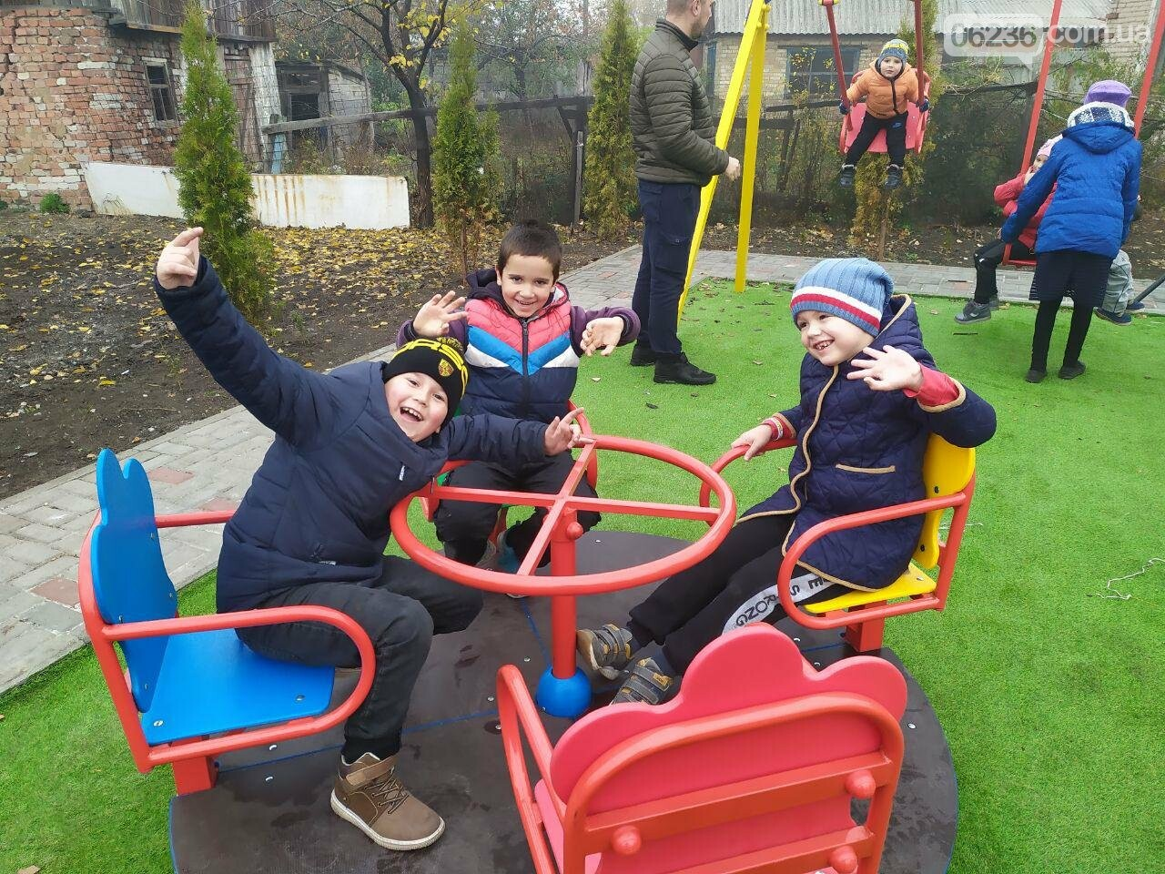 В  Авдеевке состоялось праздничное открытие большой детской площадки , фото-6
