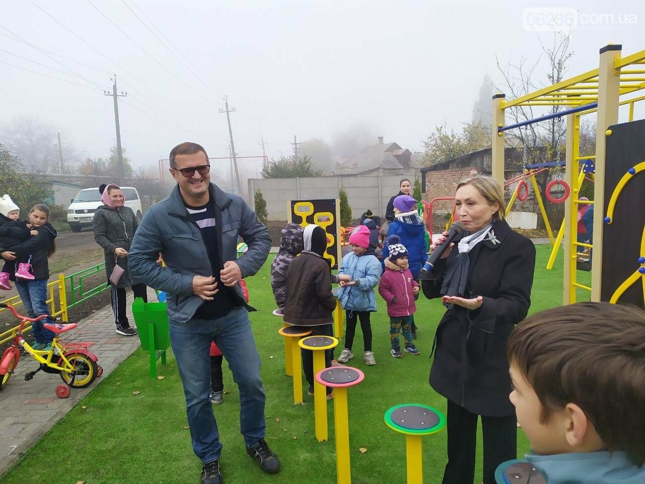 В  Авдеевке состоялось праздничное открытие большой детской площадки , фото-11