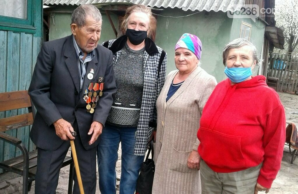 Ветераны труда поздравили авдеевских воинов, фото-1