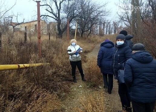 В Авдеевке продолжают обследовать разрушенное в результате обстрелов жилье, фото-1