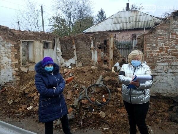 В Авдеевке продолжают обследовать разрушенное в результате обстрелов жилье, фото-4